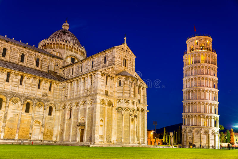 La tour penchée de Pise et de la cathédrale image stock