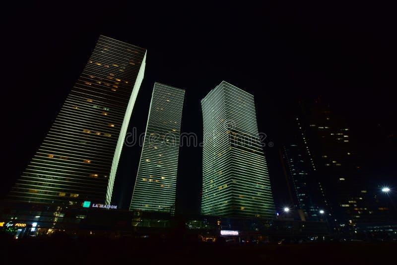 La tour résidentielle a appelé les LUMIÈRES POLAIRES à Astana, Kazakhstan images stock