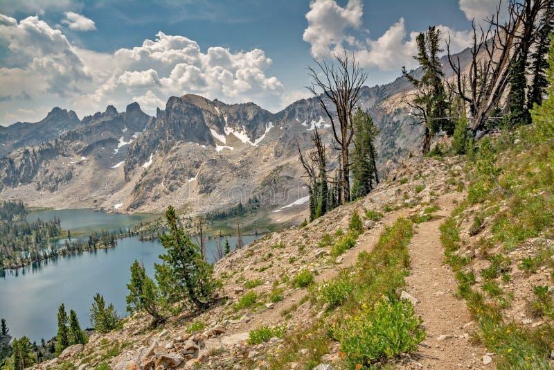 La traînée hilking de montagne mène les montagnes de l'Idaho photo stock
