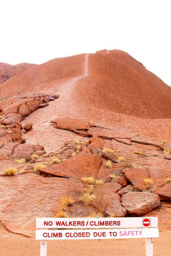La traînée s'élevante de la roche d'Uluru Ayers est signe fermé, Australie photos libres de droits