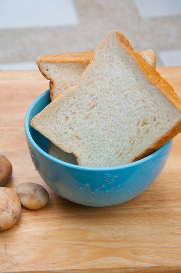 La tranche de pain pour mangent photo libre de droits
