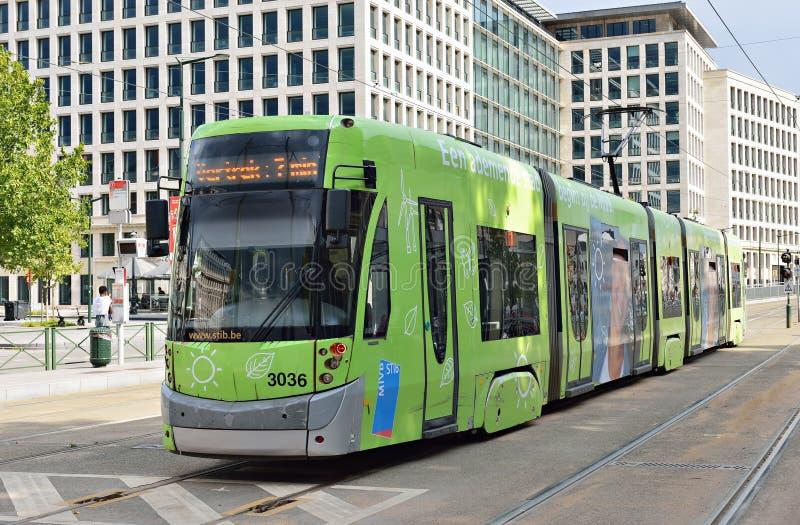 La tranvía de Bruselas llega al cuadrado de Poelaert foto de archivo libre de regalías
