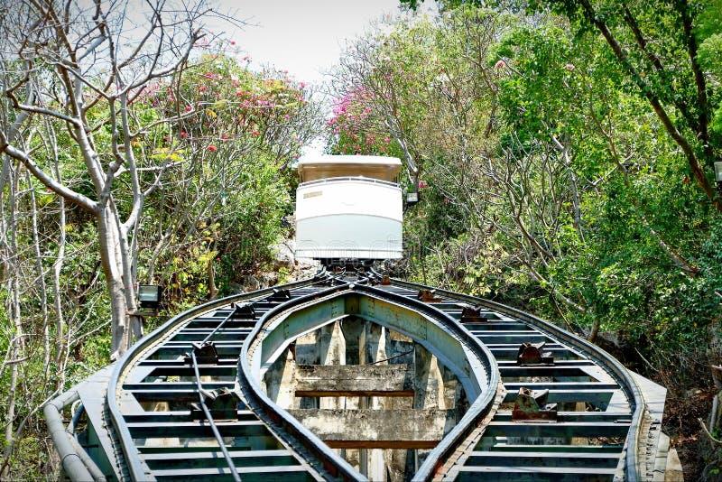 La tranvía que tomó hasta el top de la colina fotografía de archivo