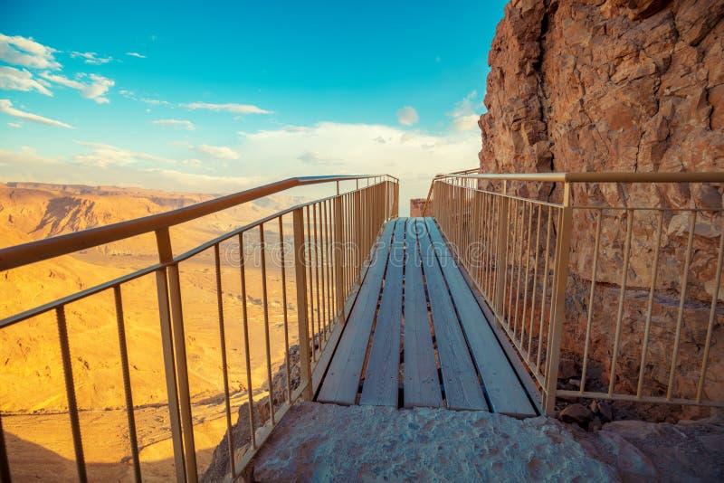 La trayectoria de madera a las ruinas del palacio de rey Herod imagen de archivo