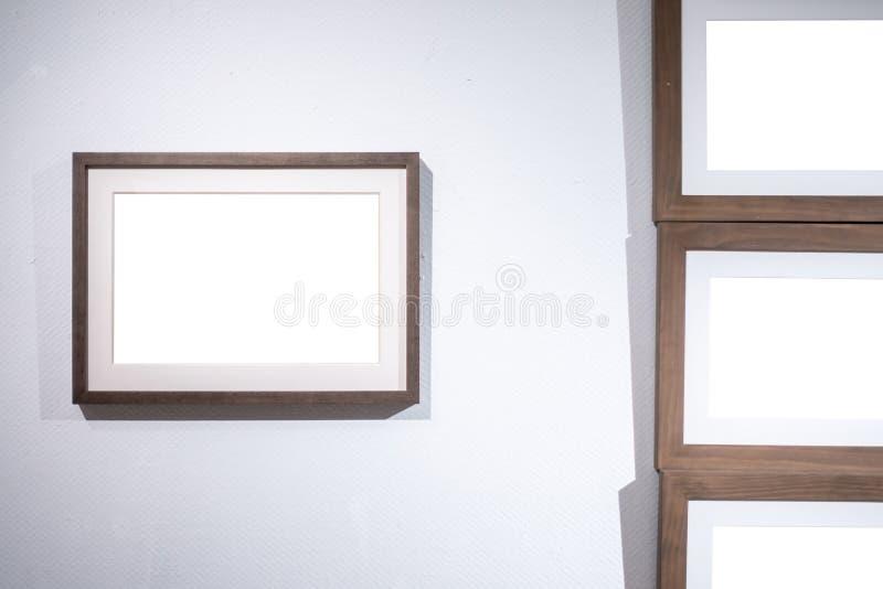 La trayectoria de recortes blanca de la exposición de Art Gallery Museum Blank Frame es imagen de archivo libre de regalías
