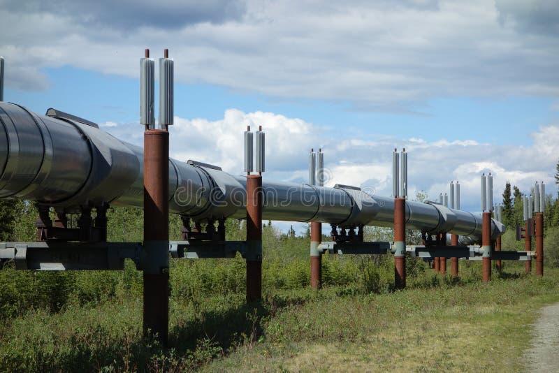 Download La tubería de Alaska imagen de archivo. Imagen de petróleo - 41907549