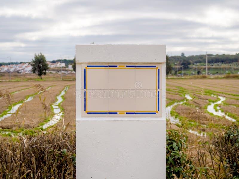La tuile rurale de maquette se connectent le fond rural photographie stock