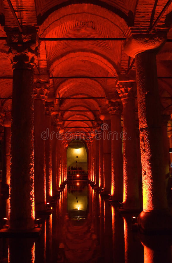 La Turchia. Costantinopoli. Cisterna sotterranea della basilica immagini stock libere da diritti