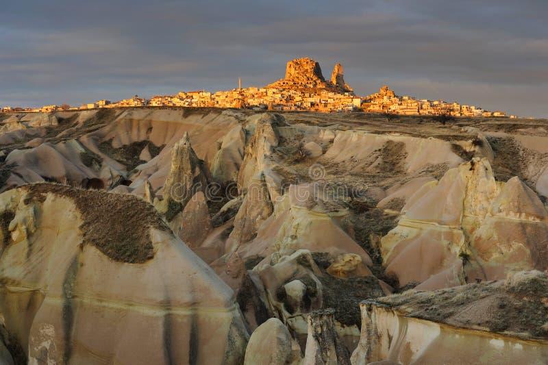 La Turquie. Cappadocia. Vue sur le roche-château d'Uchisar image stock