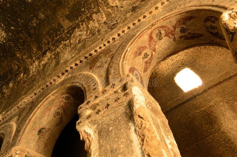 La Turquie : Fresques de cathédrale de Selime (église de roche) photographie stock libre de droits