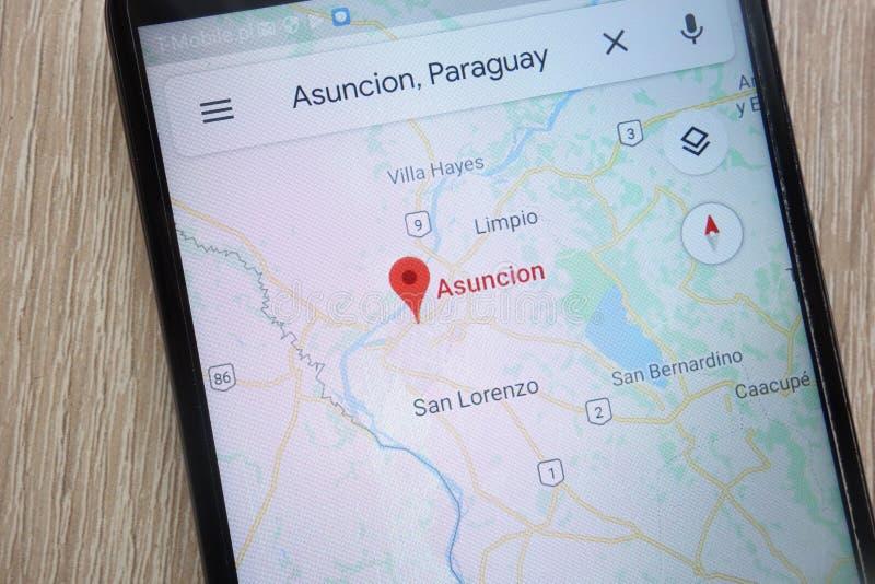 La ubicación de Asuncion en Google Maps exhibió en un smartphone moderno fotos de archivo libres de regalías