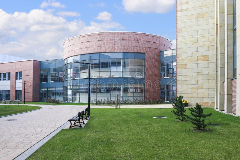 La universidad de Jagiellonian Edificios modernos del campus en Krak?w, Polonia foto de archivo