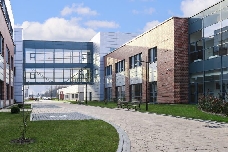 La universidad de Jagiellonian Edificios modernos del campus en Krak?w, Polonia imagen de archivo libre de regalías