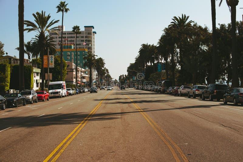 LA, USA - 30. OKTOBER 2018: Mitte einer Landstraße in Santa Monica stockbild