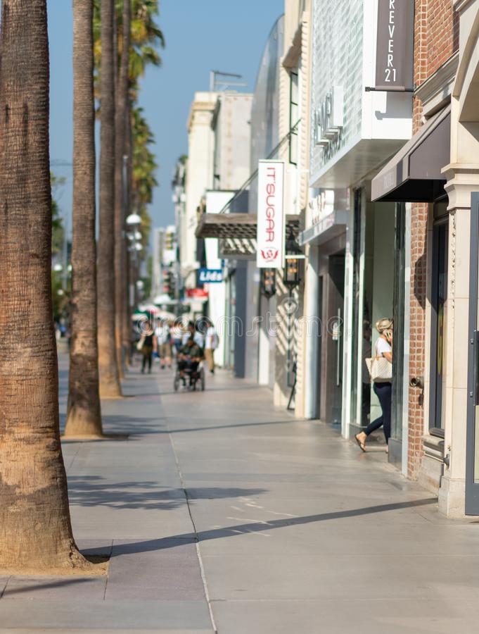 LA USA - OKTOBER 30TH, 2018: En highstreet i Los Angeles i sommar royaltyfri bild