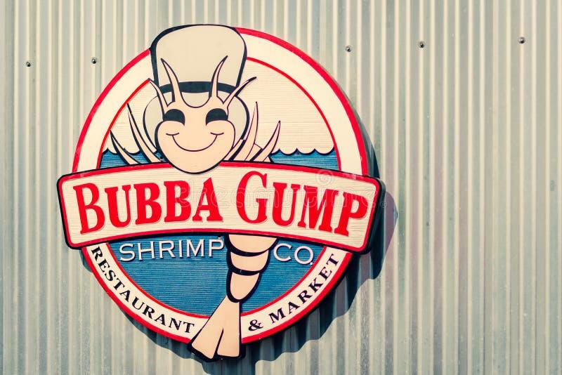 LA USA - 30th Oktober 2018: Det Bubba Gump Shrimp Co tecknet på Santa Monica Pier, LA royaltyfria bilder