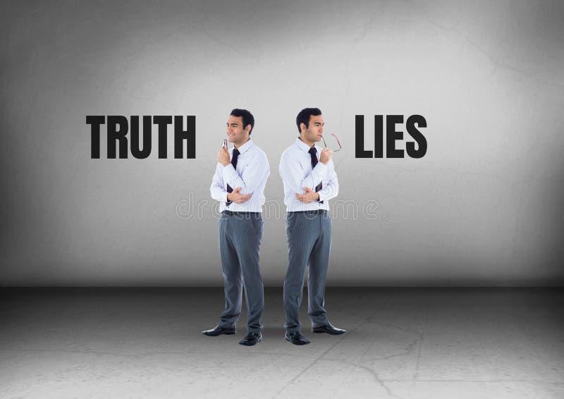 La vérité ou les mensonges textotent avec l'homme d'affaires regardant dans des directions opposées photos stock