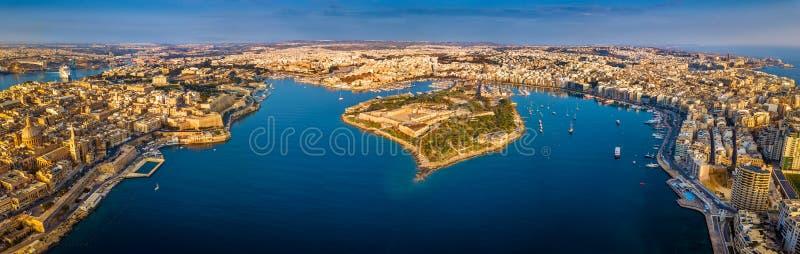 La Valette, Malte - vue panoramique aérienne d'horizon de La Valette, Sliema, Manoel Island images stock