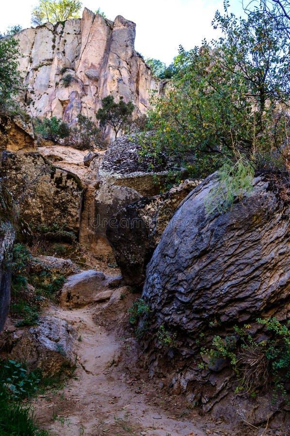 La vallée d'Ihlara avec la roche foudroie Anatolie central Capadocia, Turquie photos stock