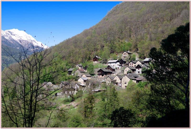 La vallée de Malvaglia, dans le village de Serrvalle, vallée de Blenio - Suisse photos libres de droits