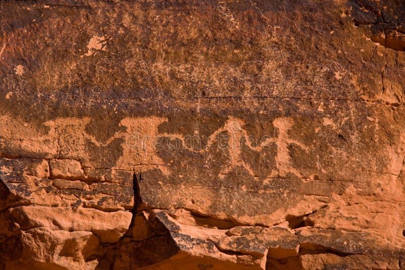 La vallée des pétroglyphes d'incendie photos libres de droits