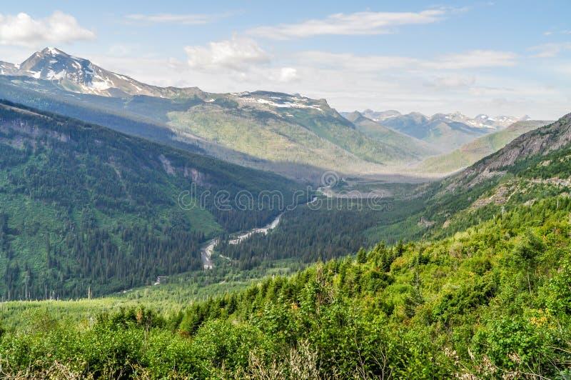 La vallée en forme de cuvette profonde du parc national de glacier image stock