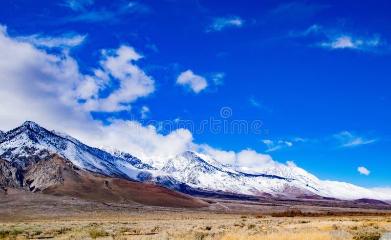 La valle del bello Owen al piede delle sierre immagini stock