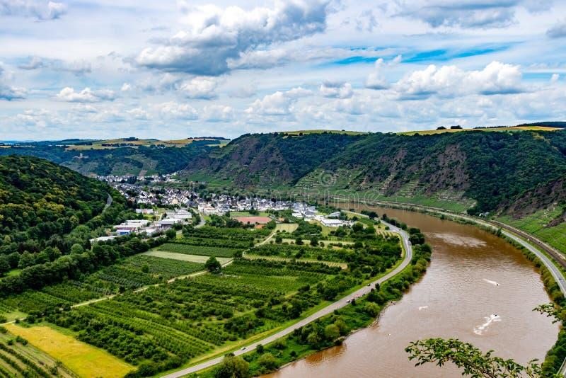 La valle di Mosella dalla cima del ponte della valle di Mosella a Winninge fotografie stock