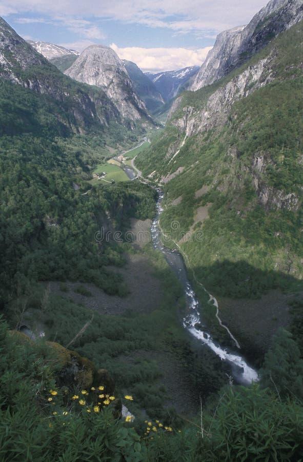 La valle di Naeroy in Norvegia sudoccidentale, come visto dall'hotel di Stalheim La valle può essere veduta come componente del â fotografia stock libera da diritti