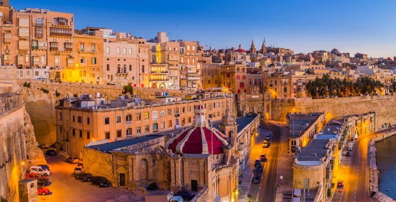 La Valletta, Malta - le case e le pareti tradizionali di La Valletta immagini stock