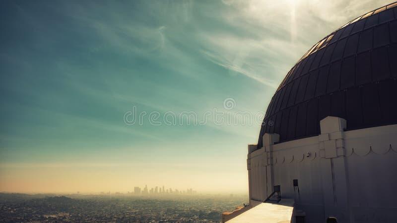La van Griffith Park Observatory en Citysscape- royalty-vrije stock afbeeldingen