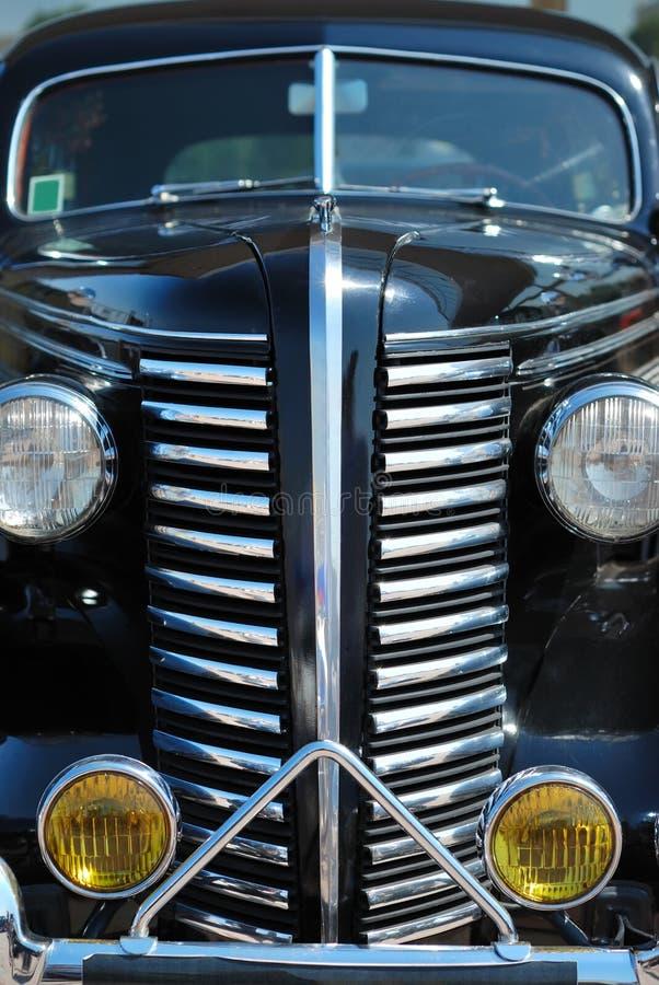 La vecchia automobile del nero dell'annata immagine stock