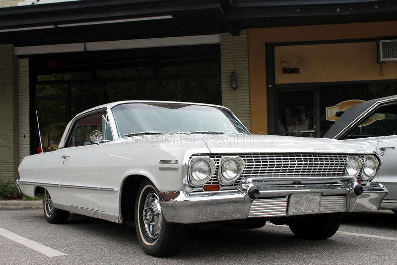 La vecchia automobile della Chevrolet fotografia stock