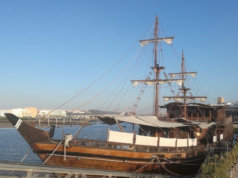 La vecchia barca di legno immagini stock