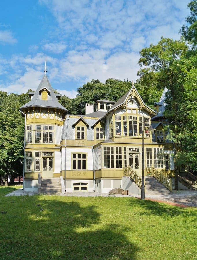 La vecchia casa di legno verde dentro skansen a lodz for Case in legno polonia