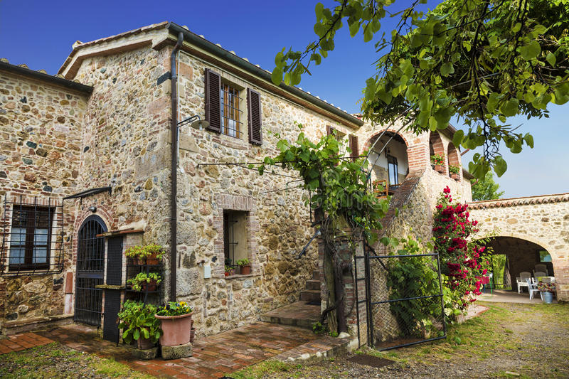 La vecchia casa di pietra in toscana immagine stock for La pietra tradizionale casa santorini