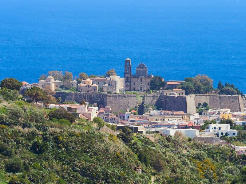 La vecchia città Lipari, castello, isole eolie, Sicilia, Italia immagine stock