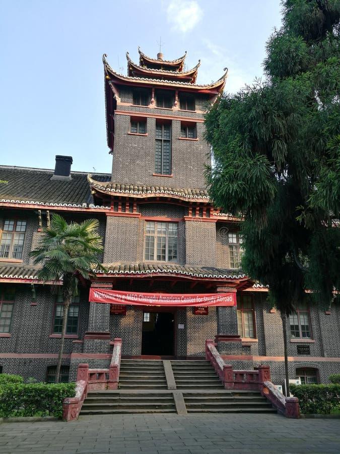 La vecchia costruzione sulla città universitaria medica di Huaxi dell'università di Sichuan fotografie stock