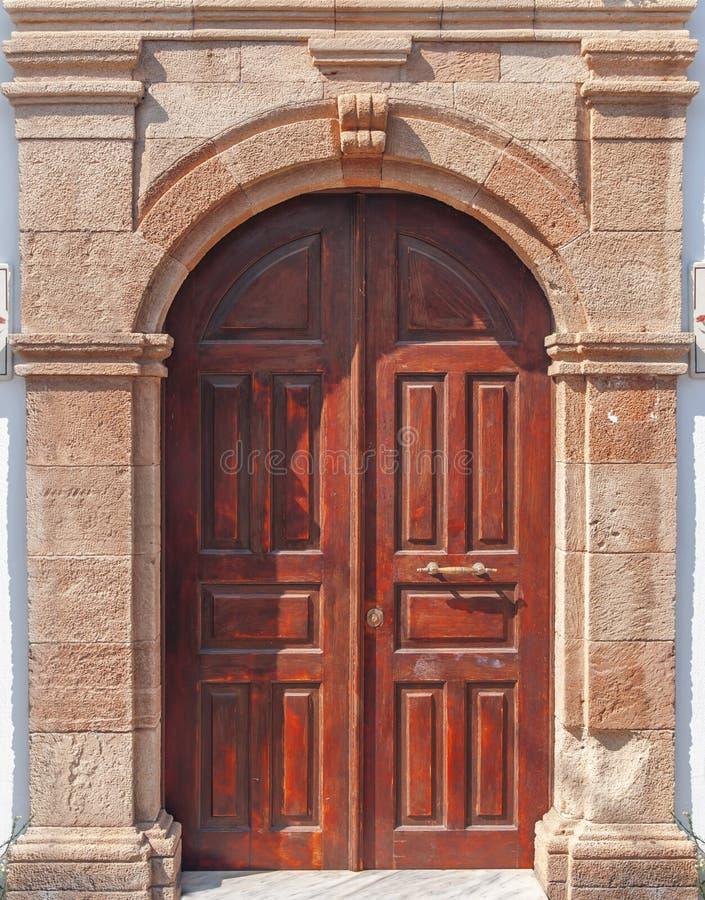 La vecchia decorazione domestica orientale di legno d'annata ha invecchiato la entrata arrugginita marrone fotografia stock