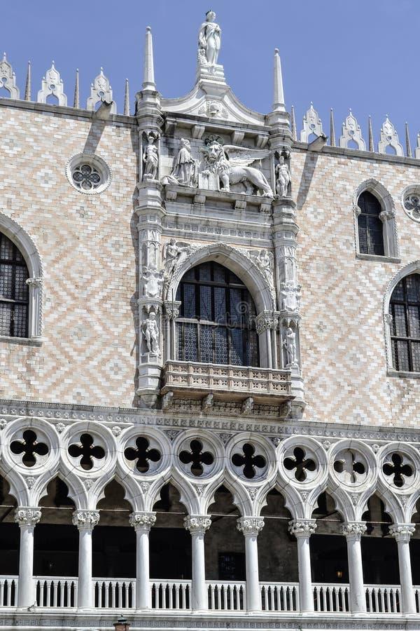La vecchia e bella architettura del centro di Venezia fotografia stock
