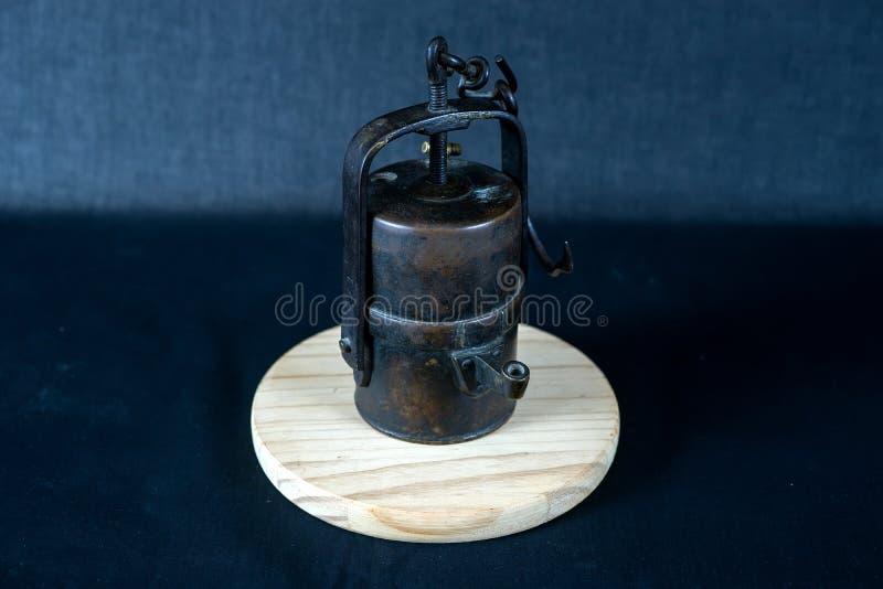 La vecchia lampada di carburo del minatore immagine stock