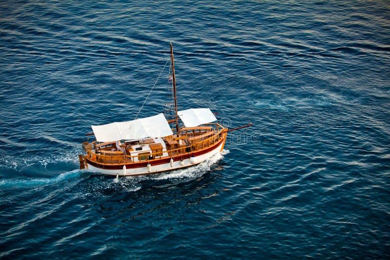 La vecchia nave antica nel mare fotografie stock libere da diritti