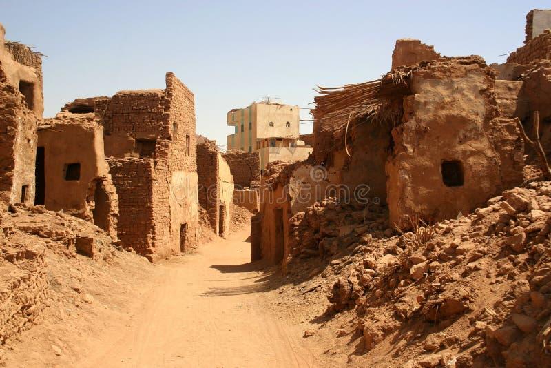 La vecchia parte (cittadella) della città Mut del deserto in oazis di Dakhla nell'Egitto, la gente ancora vive qui fotografia stock