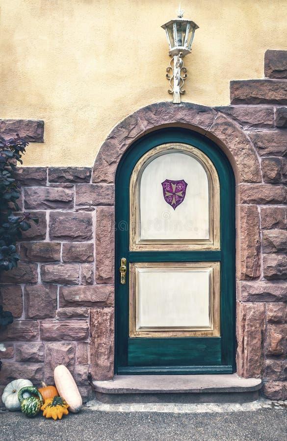 La vecchia porta del castello in europa fotografia stock - La vecchia porta ...
