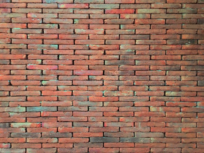 La vecchia struttura rossa d'annata del muro di mattoni ha macchiato il fondo fotografie stock