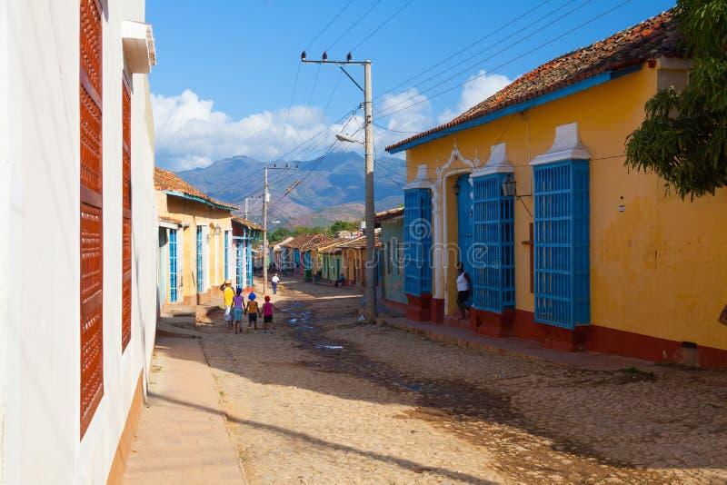 La vecchia via coloniale tipica in Trinidad, Cuba fotografie stock libere da diritti