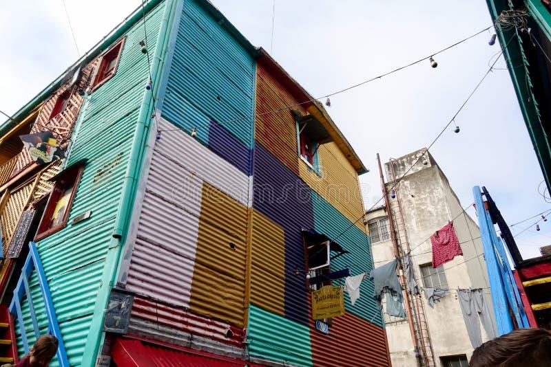 La vecindad colorida de Boca del La en Buenos Aires imagen de archivo libre de regalías