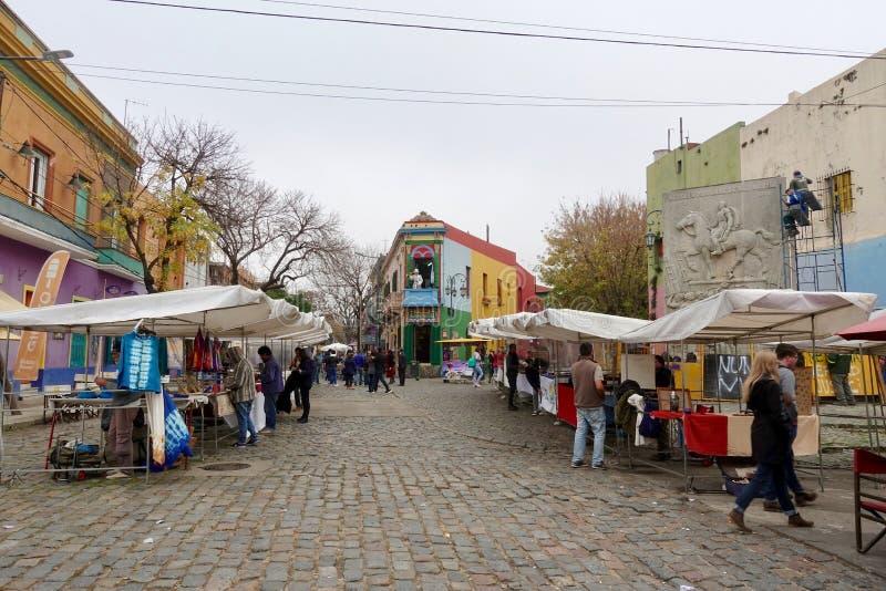 La vecindad colorida de Boca del La en Buenos Aires fotografía de archivo