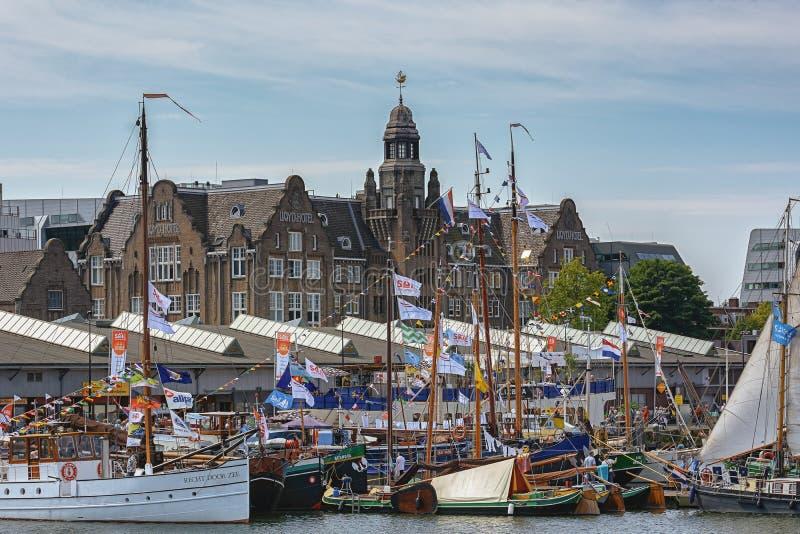 La VELA Amsterdam 2015 è una flottiglia immensa delle navi alte, dell'eredità marittima, delle navi e delle repliche impressionan fotografie stock