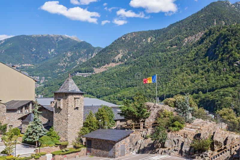 La Vella de l'Andorre entouré par de belles montagnes photographie stock